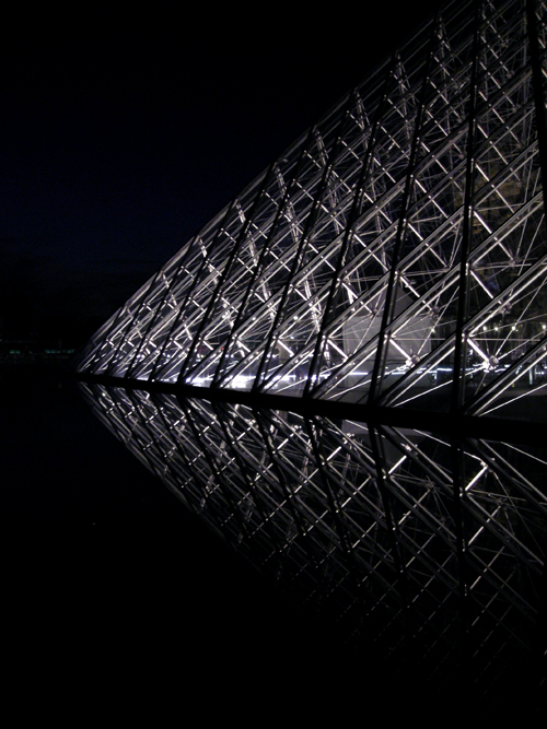 Musée du Louvre at night